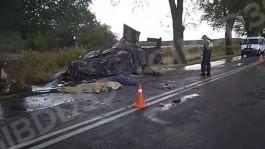 УМВД: В аварии под Янтарным погибли 22-летний водитель и 28-летний пассажир «Доджа»