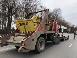 На улице Невского в Калининграде мусоровоз врезался в маршрутку