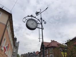 На исторических часах в Зеленоградске надпись Cranz заменили на фигурку кота