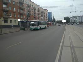 На Ленинском проспекте в Калининграде пенсионерка упала в автобусе и получила травмы