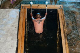В Гвардейском округе мужчина сломал шею во время крещенских купаний