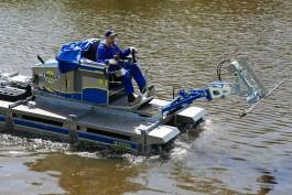 «Работает как бог»: в Калининграде тестируют машину-амфибию для уборки водоёмов