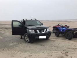 Полицейские задержали пятерых водителей за парковку на пляже в Янтарном