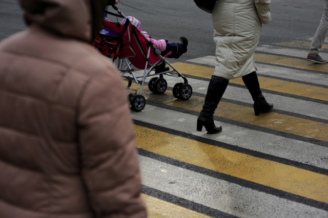 ВКалининграде иностранная машина врезалась вколяску с сыном