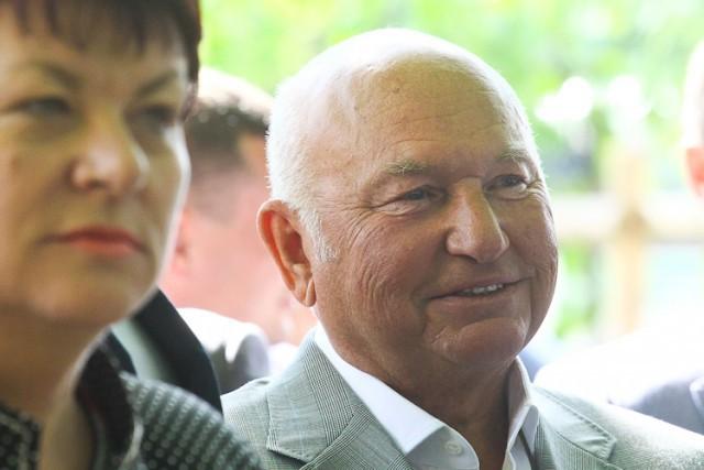 Юрий Лужков наладит выпуск моцареллы исыра бри ксередине декабря