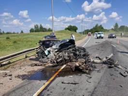 В Псковской области водитель фуры из Калининграда столкнулся с легковушкой: погибли три человека