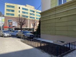 На улице Театральной в Калининграде вандалы разрисовали отремонтированный фасад дома