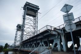 «Шрамы от машин»: как большегрузы разрушают двухъярусный мост в Калининграде