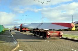 В Калининградскую область привезли лопасти ветряков для нового парка в Ушаково