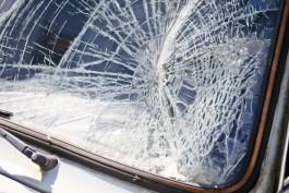 На площади Победы в Калининграде пьяный водитель «Рено» врезался в столб