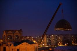 «Плюс 23 тонны»: на Острове установили купол на здание синагоги
