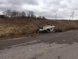 В Гурьевском округе «Мерседес» вылетел в кювет и опрокинулся: погиб водитель