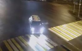 В Калининграде двое водителей снесли дорожные знаки и скрылись с места ДТП