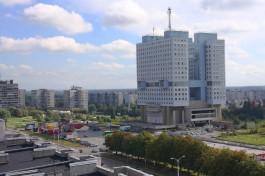 Власти Калининграда передали свою долю собственности на Дом Советов правительству области