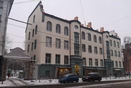 В Калининграде завершают ремонт фасада исторического дома с аркой на улице Багратиона