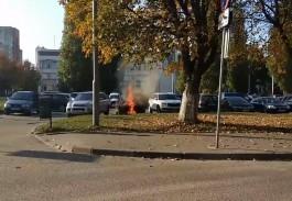 В Калининграде на парковке у СК «Юность» загорелся автомобиль