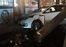 На Московском проспекте в Калининграде столкнулись троллейбус и кроссовер