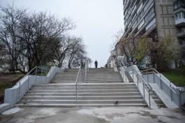 Поставьте фонари возле лестницы с улицы Зарайской на Московский проспект