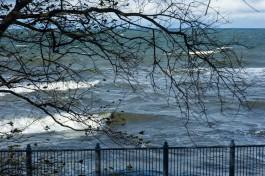 МЧС объявило штормовое предупреждение: на побережье ожидается ветер до 30 м/с