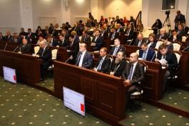 Депутаты Облдумы начали заседание с минуты молчания