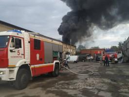 МЧС: При пожаре на Сельме сгорели три бокса мастерских и два автомобиля