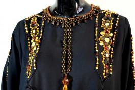 В Калининграде выставят на аукцион мусульманские платья, расшитые янтарём