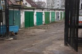 Ночью на улице Полецкого в Калининграде горели гаражи и автомобиль