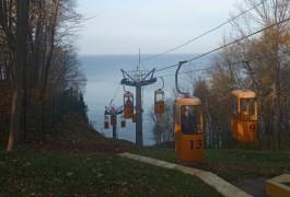 В Светлогорске открыли после ремонта канатную дорогу к променаду