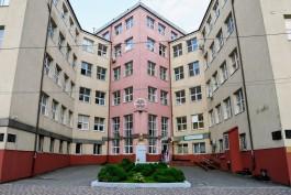 Вахтёр и медрегистратор Калининградской областной больницы заразились коронавирусом