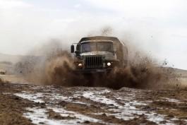 Военные Балтфлота участвуют в ралли на автобронетехнике