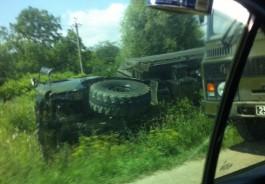 На Гурьевском кольце опрокинулся военный грузовик