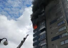 Спасатели эвакуировали 70 человек из горящей многоэтажки на улице Судостроительной в Калининграде