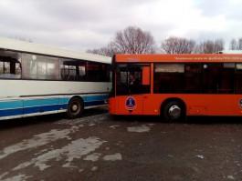На улице Кошевого в Калининграде столкнулись два пассажирских автобуса