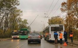 Из-за обрыва кабеля на улице Киевской остановлено движение троллейбусов