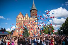 «За особые заслуги»: лучших выпускников Калининградской области наградили в Кафедральном соборе
