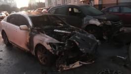 На улице Балашовской в Калининграде ночью загорелись «Лексус» и «Хонда»