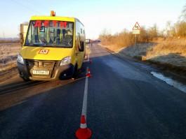 В Черняховском округе школьный автобус врезался в грузовик