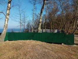 Место строительства лифта на променад в Светлогорске огородили забором