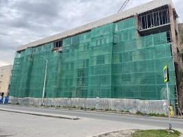 Часть фасада Кройц-аптеки в Калининграде закрыли утеплителем
