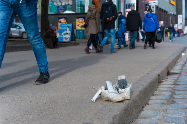 Калининградец похитил 60 пар обуви испарятал еевлесу
