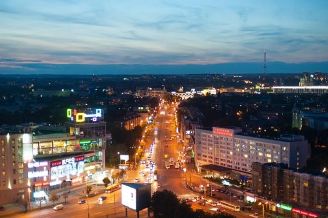 «Опасный манёвр через три полосы»: в ДТП в центре Калининграда пострадал мотоциклист  (видео)