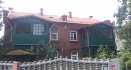 На доме возле парка в Зеленоградске восстановили элементы деревянного зодчества