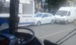 Движение по улице Фрунзе в Калининграде серьёзно затруднено из-за ДТП