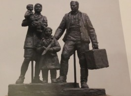 Власти Калининграда показали эскиз скульптуры для сквера Первым переселенцам