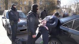 Бойцы ОМОН задержали в Калининграде поджигателей мусоровозов