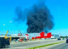 На территории «Мираторга» в Калининграде произошёл пожар