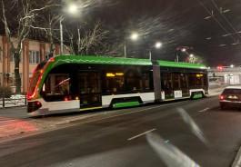 Ночью новый трамвай «Корсар» вышел на улицы Калининграда для испытаний