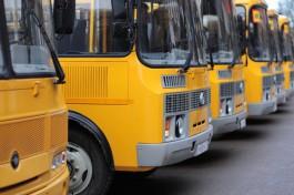Прокуратура: Под Гвардейском детей возят в школу на автобусе с неисправными дверями