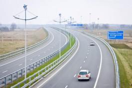 На Приморском кольце автомобиль въехал в кучу щебня: водитель погиб