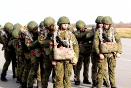 Морские пехотинцы Балтфлота отрабатывают десантирование с самолётов Ан-26